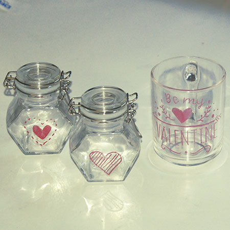 HOME-DZINE | DIY Divas Workshops - This weekend, the DIY Divas in Randpark Ridge hosted a Dremel Tools Workshop. The ladies attending made a selection of wood and glass engraved projects.