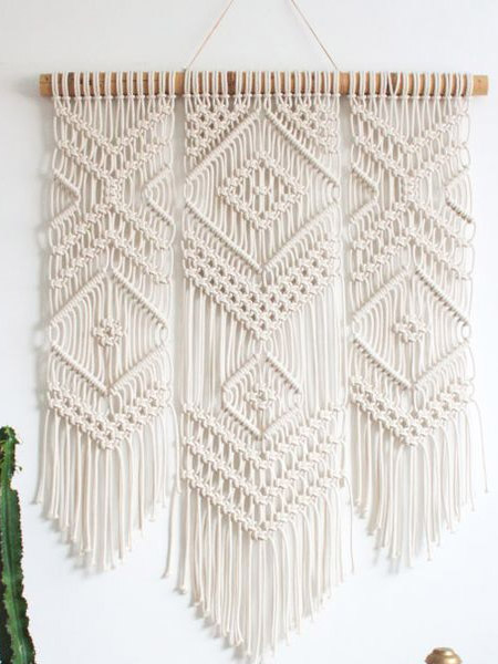 HOME-DZINE | Craft Projects - Macramé wall hangings are a way to display your craft for all to see. Making a simple wall hanging is also a great way to practice the various knots and techniques, and take your macramé to the next level. Start off with a basic design and then learn how to incorporate different knotting techniques.