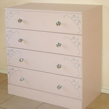 chest of drawers with gelmar crystal knobs