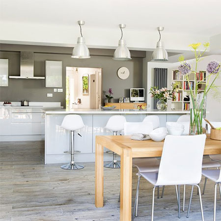 Kitchen goes from cramped to spacious