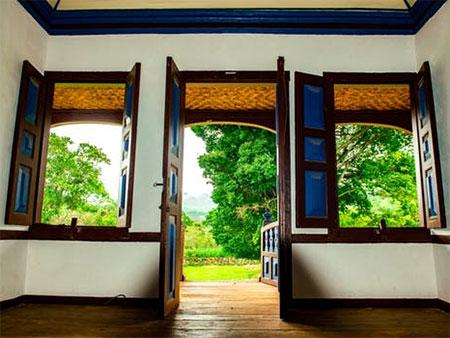 Home dzine home diy 6 tips to repair a damaged wooden door - Refinishing damaged wood exterior doors ...