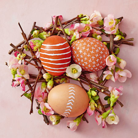 Au naturel... you don't need to do that much to create these wonderful Easter eggs. Use a fine-tip white marker pen to draw designs onto the egg shell.