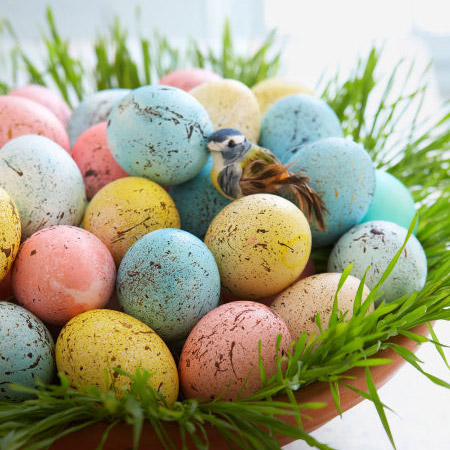 Dye your eggs with food colouring, or paint with craft paint, and then splash them with browns. These spattered eggs look wonderful when placed together in an attractive container and displayed as a centrepiece.
