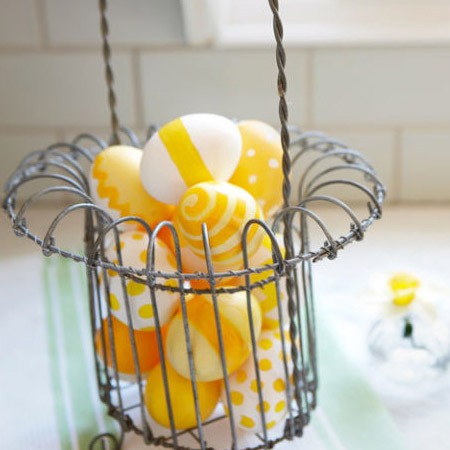 Here's an easy way to add a colourfull splash to any Easter table setting. Paint eggs in bright yellow colours and then paint on swirls, stripes and dots.