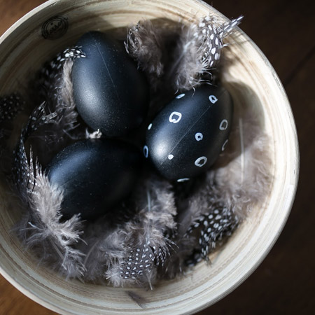 Easy chalkboard Easter eggs