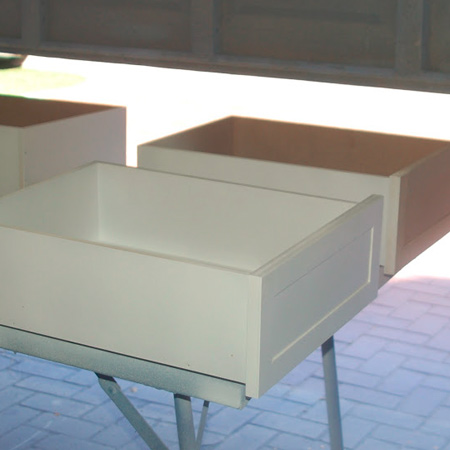 painting the drawers with Bosch PFS 2000 spray gun