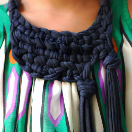 use an old t-shirt to make a chunky knotted neckpiece