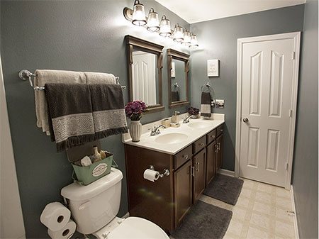 Weekend Makeover for a Bathroom