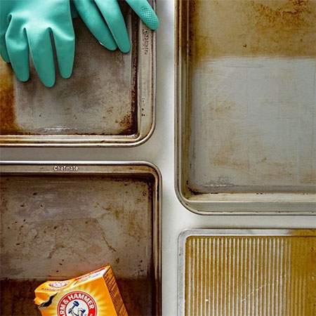 An Easy And Effective Method - Or Two - For Cleaning Baking Trays