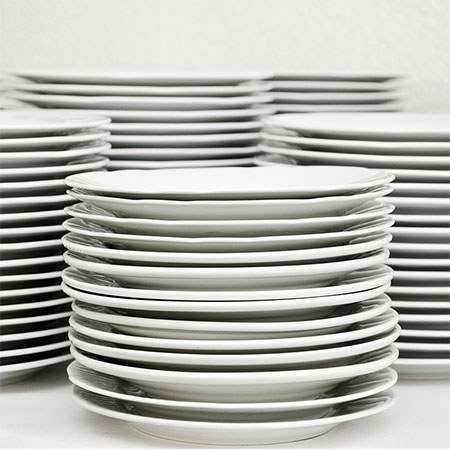 clean crockery with household bleach