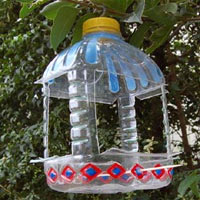 Home dzine kids crafts childrens arts and crafts for for Plastic bottle bird house