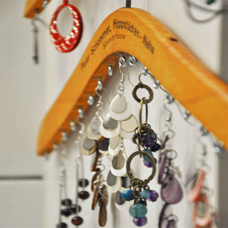 coat hanger craft ideas home dzine craft ideas organise jewellery with recycled 3667