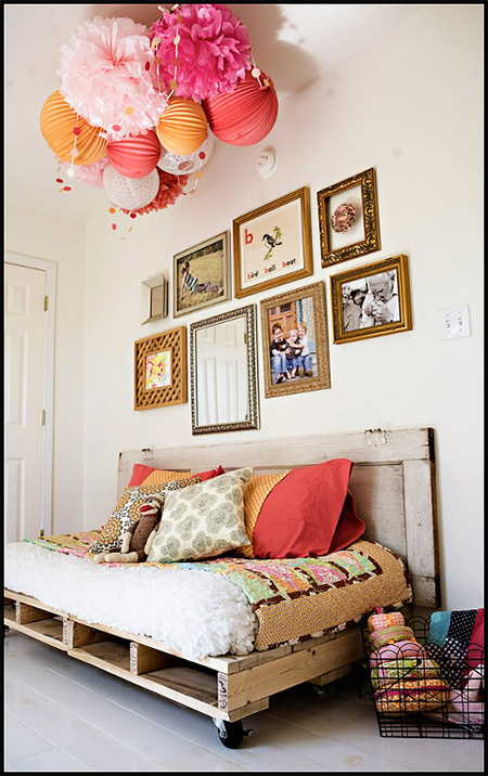 Home dzine home diy pallet day bed for How to make a pallet daybed