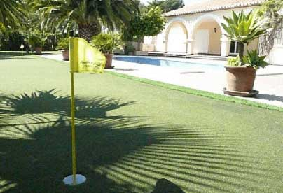 Putting greens and mini golf in your garden