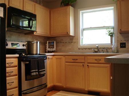 Kitchen Remodel: DIY Distressed Vintage Cabinets